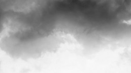 hole-of-the-sky-in-the-dramatic-dark-storm-clouds-breakthrough-gruender-gruenden